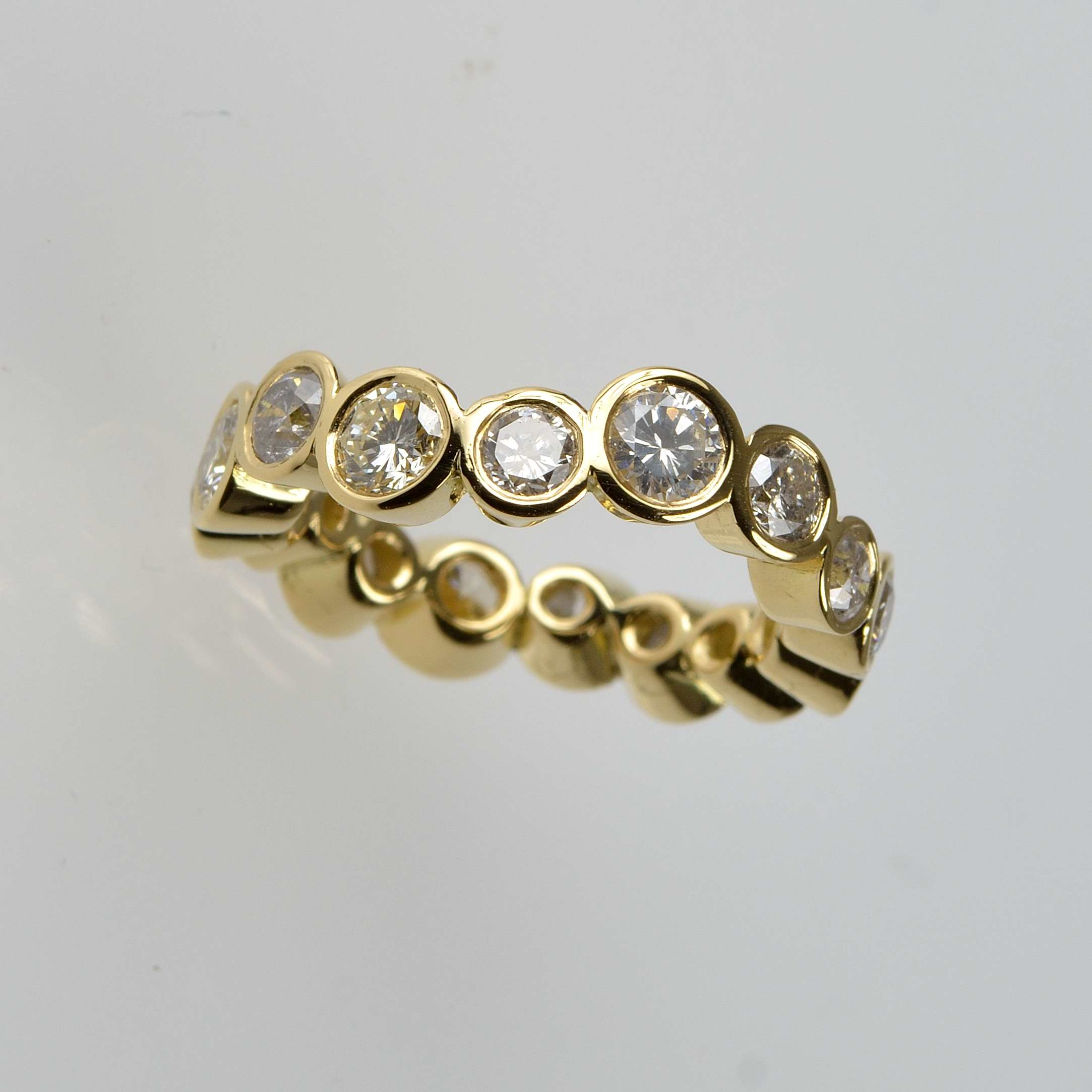 18ct gold ring with diamonds