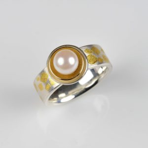 sterling silver, fine gold and 18ct gold ring with akoja pearl