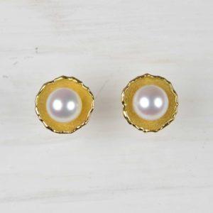 18ct gold studs with akoja pearls