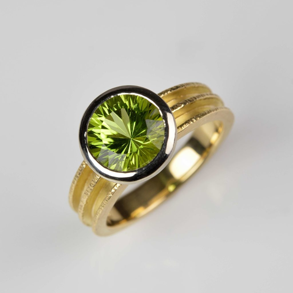 18ct yellow and white gold ring with peridot