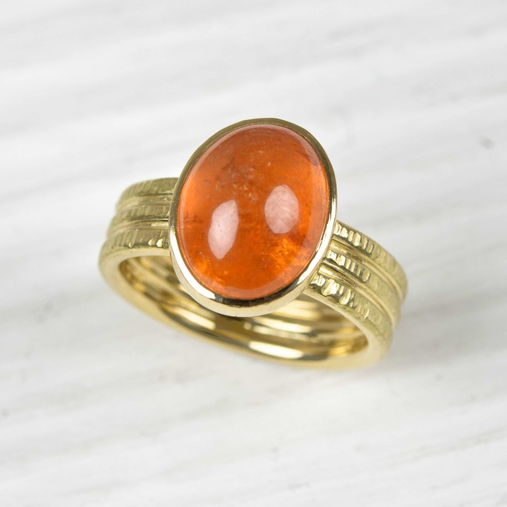 18ct gold ring with mandarine garnet