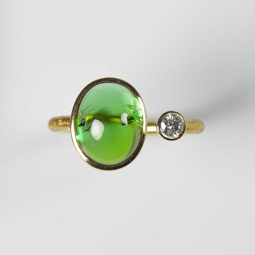18ct gold ring with tourmaline and diamond