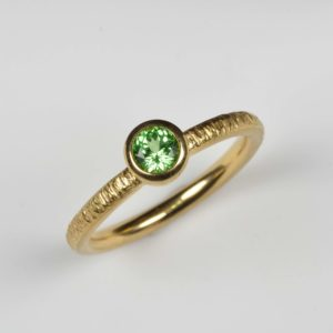 18ct gold ring with mint garnet