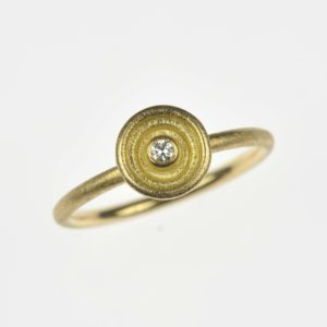 18ct gold ring with diamond