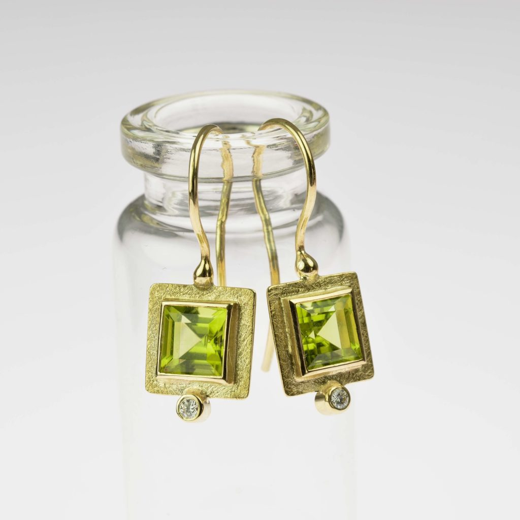 18ct gold earrings with peridot and diamond