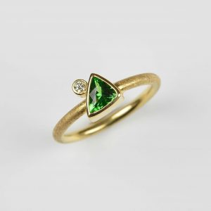 18ct gold ring with tsavorite and diamond